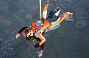 Saut en Parachute Tandem à Saint-Florentin près de Paris