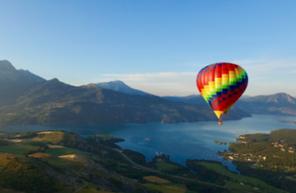 Vol en montgolfière - tour au dessus du lac de Serre-Ponçon et embrun