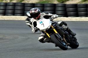 Stage de Pilotage en Yamaha FZ8 - Circuit du Luc