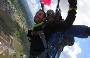 Saut en Parachute Tandem à proximité de Rennes