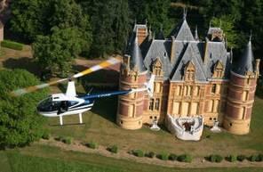 Survol des Châteaux du Beaujolais en Hélicoptère depuis Villefranche