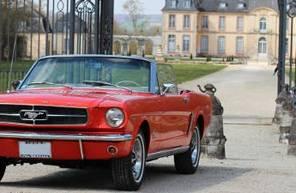 Pilotage sur Route en Mustang coupé de 1965 près de Sens