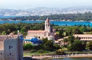 Baptême en Hélicoptère - Vol au dessus de la baie de Golfe-Juan à Cannes