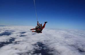 Saut en parachute tandem dans le Gers à proximité d'Agen