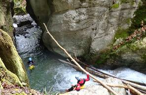 Initiation au Canyoning à proximité du Lac d'Annecy en Haute Savoie