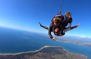 Saut en parachute près de Royan et atterissage sur la plage de Soulac-sur-Mer