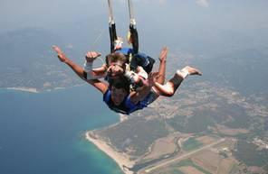 Saut en Parachute Tandem à proximité de Versailles