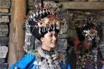 Chine - Guizhou - femme dong avec des parures